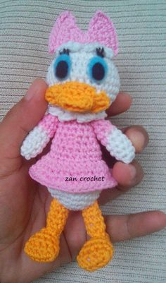 Free amigurumi Daisy Duck - Amigurumi Donald and Daisy is one of my favorites, but it's so hard to find free pattern for these characters. S...