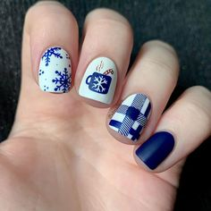 """Bianka I Nailart & Swatches en Instagram: """"Hot Drinks for #glamnailschallengejan ❄️💙☕️ It's snowed today, and It's cold so It's a perfect mani for this day! 😄 All hand painted with…"""" Snow Today, Xmas Nails, Winter Nails, Swatch, Nail Art, Hand Painted, Cold, Drinks, Beauty"""