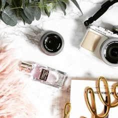 There\'s a new post on flourishnblotting... all about the selfie and why you don\'t see my face much anymore! Go read it! #bbloggers #fbloggers #lbloggers #love #follow #like #fashionblogger #style #beauty #beautyblogger #picoftheday #photooftheday #30plusblogs #blogginggals #thegirlgang #instadaily #instagood #blog #blogger #linkinbio #moreontheblog #ukblog #igers #selfie #friday #thoughts #mood