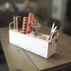 Primitive wooden caddy rustic utensil holder by TumbleweedCabin Wooden Tool Boxes, Wood Boxes, Wooden Trays, Wooden Projects, Wood Crafts, Condiment Caddy, Primitive Kitchen, Country Crafts, Rustic Furniture