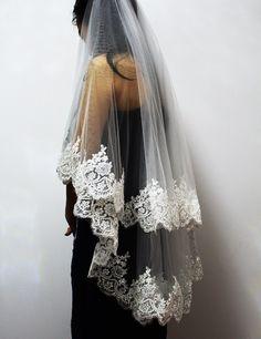 2cfb3dcf00 Two Layers Sequins Lace Edge Short Wedding Veil With Comb 2 Layers. Velos  De NoviaBoda ...