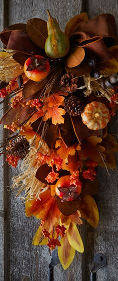 Fall Home Decor: Design tips and autumn decorating ideas. Find information and tons of fall decor curated by interior designer Tracy Svendsen. Fall Swags, Fall Wreaths, Fall Home Decor, Autumn Home, Autumn Decorating, Fall Harvest, Thanksgiving Decorations, Happy Fall, Fall Crafts