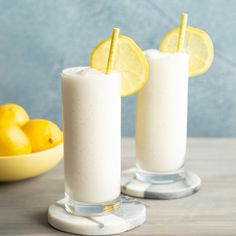 Whipped frozen lemonade combines the creaminess of a milkshake with the thirst-quenching tanginess of freshly squeezed lemonade for an incredibly refreshing treat. And this simple frozen lemonade … Easy Lemonade Recipe, Frozen Lemonade Recipes, Fresh Squeezed Lemonade, Non Alcoholic Drinks, Beverages, Cocktails, Cocktail Recipes, Gastronomia, Sweets