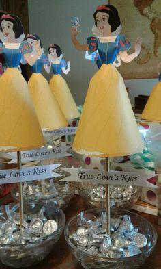 Snow white birthday center pieces