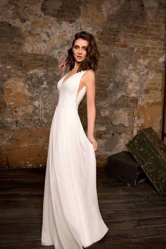 Trouwjurk Reims Hervé Collectie 2018 2019 Kant Chiffon Wedding Dress Over 40, Straight Wedding Dresses, Top Wedding Dresses, Elegant Wedding Dress, Wedding Gowns, One Shoulder Wedding Dress, Look Hippie Chic, Rembo Styling, Wedding Jumpsuit