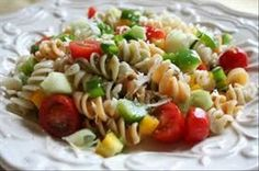 One of my favorite summer salads is a Zesty Italian Pasta Salad. It is easy and simple to make. You can make it with plain noodles or with colored. I omit the black olives! Tuna Salad Pasta, Pasta Salad Italian, Pasta Salad Recipes, Rice Pasta, Shrimp Pasta, Pasta Diet, Chicken Salads, Macaroni Salad, Broccoli Salad