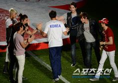 [NEWS//SPORTSCHOSUN] 2pm performing for friendly soccer match between South Korea & New Zealand! #2PM #Junsu #Nichkhun #Taecyeon #Wooyoung #Junho #Chansung  © www.sportschosun.com via sports.news.nate.com