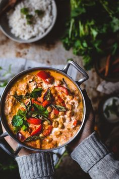 Tikka masala kikherneillä (V, GF) – Viimeistä murua myöten Vegan Recipes Easy, Wine Recipes, Indian Food Recipes, Vegetarian Recipes, Vegan Tikka Masala, Curry, Food Crush, Vegan Meal Prep, Food Goals