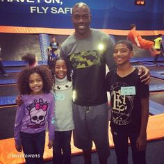 @Terrell Owens in #AthleticRecon at @Sky Zone Van Nuys with the kiddos. Looked like a great time. #fun