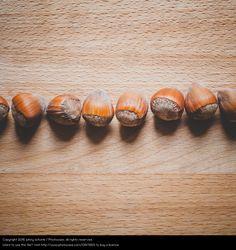 Foto 'in Reih und Glied' von 'johny schorle' #food #foodphotography #photography #stock  #paleo #vegan #vegetarian #macrophotography #hazelnut #nuts