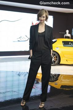 Karly looked highly sophisticated in black pants, a slightly sheer black blouse and a black blazer. She accessorized with strappy black heels and a gold bracelet. Black Pant Suit, Black Pants, Fashion Pants, Fashion Outfits, Corporate Chic, Androgynous Look, Black Sheer Blouse, Dress Codes, Karlie Kloss