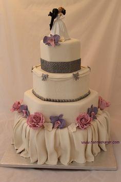 """Album """"Other / Mixed Shaped Wedding Cakes"""" — Photoset 144 of 8786 Wedding Cake Roses, Wedding Cakes With Flowers, Rose Cake, Let Them Eat Cake, Beautiful Cakes, How To Make Cake, Cupcake Cakes, Cupcakes, Cake Decorating"""