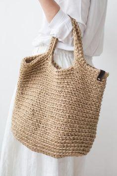 Сумка-шоппер с длинными вязаными ручками Crochet Tote, Crochet Handbags, Knit Crochet, Knitting Yarn, Hand Knitting, Boho Bags, Summer Bags, Knitted Bags, Knit Bag