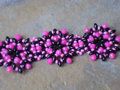 pulsera + duos Beaded Jewelry, Beaded Bracelets, Contemporary, Beads, Creative, Bangle Bracelets, Beading, Pearl Jewelry, Pearl Bracelets