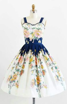 I want this vintage dress!