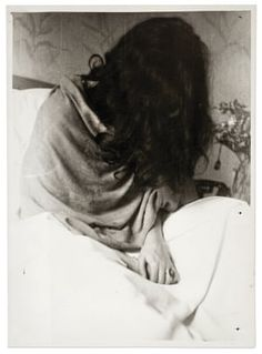 Frida Kahlo in a New York Hospital after her miscarriage. Photo by Nickolas Muray, Me and you Frida ❤️ Diego Rivera, Natalie Clifford Barney, Frida E Diego, Frida Art, Louise Bourgeois, Nickolas Muray, Foto Portrait, Mexican Artists, Portraits