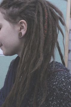 I really love dreads on light haired girls. I know I could never pull them off but they look so pretty!