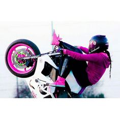 Sponsored Rider Drea Stunts killing it on her ZeusArmor equipped R6S.   Get your R6S Stunt parts at http://zeus-armor.com/store #zeusarmor #dowork #yamaha #r6s #stunt #crashcage #proseries #strong #cheatersubcage