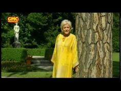 Angelika Milster - Gold von den Sternen - YouTube Den, Youtube, Gold, Dresses, Fashion, Concert, Vestidos, Moda, Fashion Styles