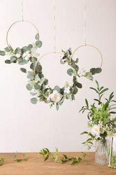 Simple Wedding Decorations, Wedding Wreaths, Diy Wedding Flowers, Bridal Shower Decorations, Simple Weddings, Diy Wedding Crafts, Diy Wedding Backdrop, Party Decoration Ideas, Ceremony Backdrop