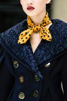 ¡Fiebre de puntos! El regreso de los polka dots al look otoñal Detalle de la pasarela de Miu Miu Otoño / Invierno 2013