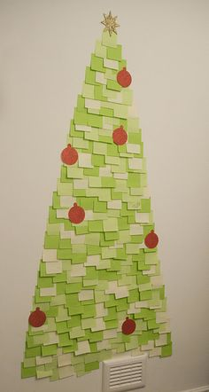 this is a post-it note Christmas tree! this is such a cute idea for collage if you don't want to put up a real Christmas tree or for home to!