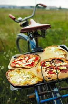 Bring in pizza's on bikes! This would be so great for a tailgate or picnic.