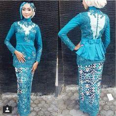 Model kebaya muslim modern untuk wisdua biru Kebaya Hijab, Kebaya Bali, Kebaya Brokat, Kebaya Masa Kini, Model Kebaya Muslim, Wedding Dress Trends, Wedding Dresses, African Fashion, Wedding Styles