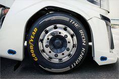 Die Reifen für den ganzen Irrsinn stammen von Goodyear