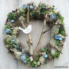 dodatki - dekoracje - wianki-Wianek Wiosenny dzień Fabric Wreath, Diy Wreath, Easter Crafts, Holiday Crafts, Easter Wreaths, Christmas Wreaths, How To Make Wreaths, Flower Arrangements, Creations