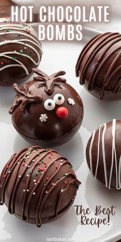 Hot Chocolate Gifts, Christmas Hot Chocolate, Chocolate Bomb, Hot Chocolate Bars, Hot Chocolate Recipes, Homemade Chocolate, Chocolate Treats, Hot Chocolate With Cocoa Powder, Hot Chocolate Cupcakes