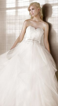 wedding dress - this is actually pretty, I never thought I would like tool on my dress