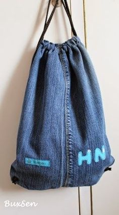 BuxSen: Tutorial für den Kindergarten-Sportbeutel // Upcycling Dienstag Gastpost Diy Backpack, Diy Tote Bag, Tote Bags Handmade, Fabric Handbags, Fabric Bags, Denim Bag Tutorial, Drawstring Backpack Tutorial, Diy Jeans, Mode Jeans
