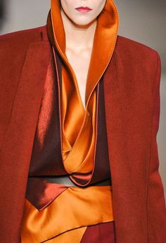 Be adventurous and mix it up Haider Ackermann (A/W style . orange with rust and red Fashion Details, Look Fashion, High Fashion, Autumn Fashion, Womens Fashion, Fashion Design, Classic Fashion, Mode Orange, Warm Autumn