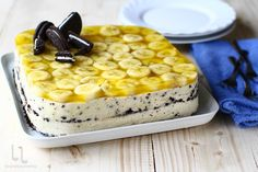 Prăjitura Banoreo - fără coacere, rețetă rapidă și delicioasă. Prăjitura Banoreo, rețetă fără coacere cu banane, mascarpone și frișcă naturală. Romanian Food, Mcdonalds, Cheesecakes, Macaroni And Cheese, Tart, Food To Make, Cake Recipes, Avocado, Oreo