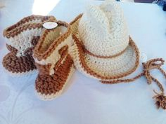Conjunto chapéu e bota de cowboy newborn