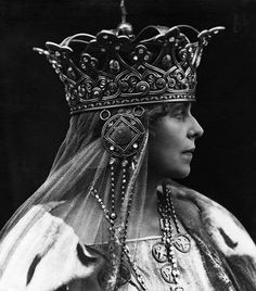 marie queen of romania Royal Crowns, Tiaras And Crowns, Queen Mary, King Queen, Suffragette, Circlet, Royal Jewelry, She Was Beautiful, Royalty
