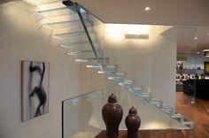 Finden Sie heraus was alles mit Glas möglich ist. Die Treppe LONDRA - 100% Glas und LED - Siller Treppen Design Glass Stairs, Led, Home Decor, Wood Steel, House, Decoration Home, Room Decor, Home Interior Design, Home Decoration