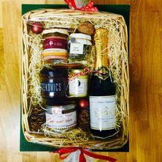Nette Geschenke Online-Shop - Geschenke * Weihnachtsgeschenke Whiskey Bottle, Picnic, Basket, Food, Guy Gifts, Gifts For Women, Ideas For Christmas, Christmas Presents, Essen