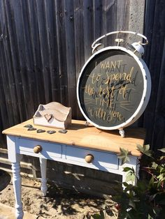 Alarm clock wedding sign - great and simple idea that can be customised to any wedding theme. Click on the image to see our full gallery of unique wedding signs ideas.