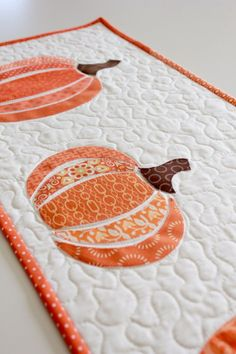 HeatnBond EZ Print Scrappy Pumpkin Table Runner…really cute. Table Runner Tutorial, Table Runner Pattern, Table Runner And Placemats, Quilted Table Runners, Fall Table Runner, Thanksgiving Table Runner, Patchwork Table Runner, Small Quilt Projects, Quilting Projects