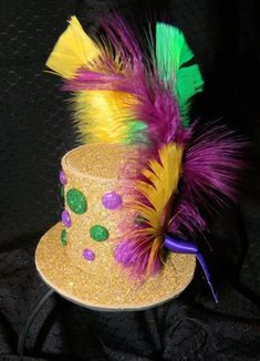 Mardi Gras hat centerpiece idea