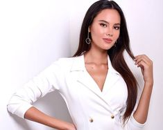The web interview of Binibini 20 Catriona Gray is finally out ad we can't get enough of this beauty in this video. Cute Woman, Pretty Woman, Miss Universe Philippines, Grey Makeup, Filipina Beauty, Beauty Portrait, Beauty Pageant, Grey Fashion, Beauty Queens