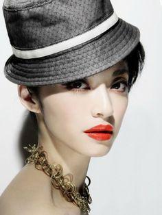 Rock orange red lips :) Red Lip Makeup, Eye Makeup, Asian Makeup, Red Lips, Makeup Tips, Makeup Looks, Captain Hat, Photoshoot, Stars