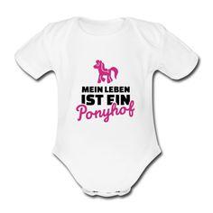 Babystrampler Mein Leben ist ein Ponyhof  (Strampler Babystrampler Onsie Romper Babybody)  Kleinen Babies wird ja jeder Wunsch von den Lippen abgelesen... beziehungsweise versuchen die Eltern zumindest die Mimik der Kleinen bestmöglich zu interpretieren. Für die Kleinen ist das Leben eben ein Ponyhof.