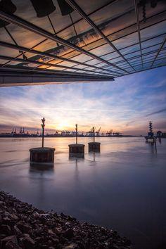 Blick zu den Kränen unter dem Dockland | Bildschönes Hamburg
