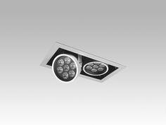Luminária retangular de embutir com 2 focos orbitais (giro 360º), com 7 LEDs de 1,2W cada, facho de abertura de 24º e emissÍo de luz na cor branco quente. Corpo e aro em alumínio injetado com acabamento em pintura eletrostática epoxy-pó na cor branca.