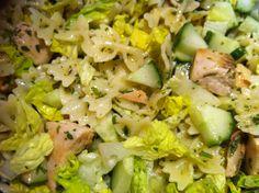 Zitronennudeln mit Lachs und Salat