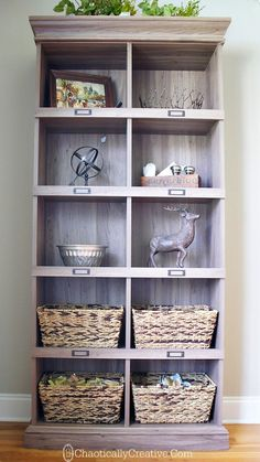 Baskets not only hide clutter, they& beautiful decor accents. Pallet Furniture, Painted Furniture, Home Organization, Organizing, Home Projects, Accent Decor, Home Improvement, Interior Decorating, Sweet Home