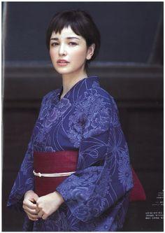Rinka in Kimono Yukata Kimono, Kimono Fabric, Traditional Kimono, Traditional Outfits, Japanese Fabric, Japanese Kimono, Kabuki Costume, Modern Kimono, Kimono Design